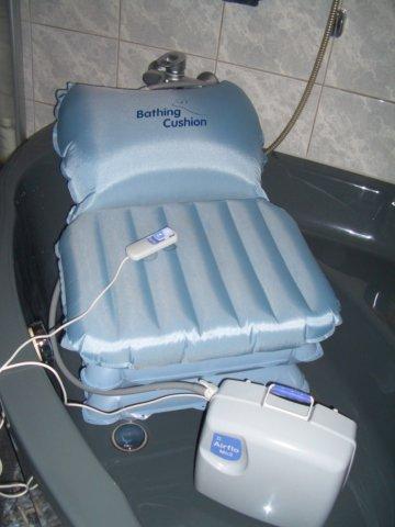 aufblasbarer Badewannenlift / Badewannenkissen iDuMo IC-6B, neuwertig